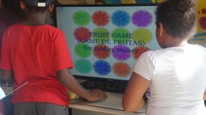 Game de frutas musicais. foto: Gabrielle Mar